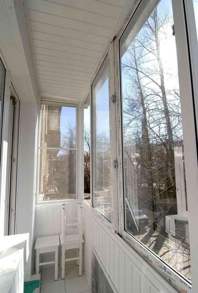 Теплое раздвижное остекление балконов и лоджий пластиковыми .
