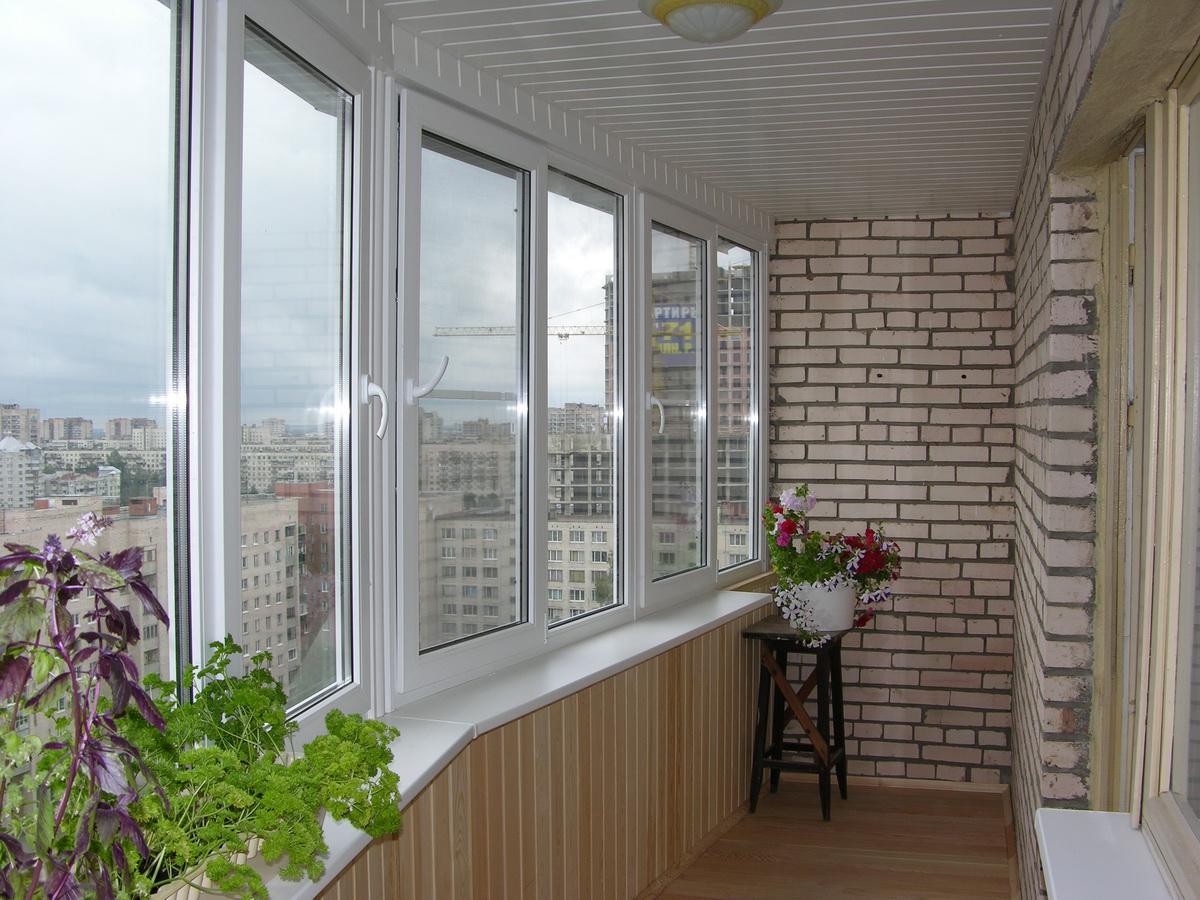 Ремонт балкона под ключ в светлых тонах - окна регионов.
